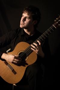 Roberto Bisegna: chitarra classica - basso elettrico
